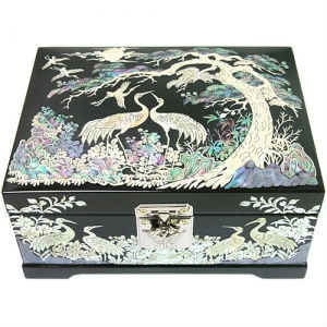Korean Black Wooden Lacquerware Jewelry Box Mother of Pearl Nacre Inlaid Handmade