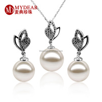 Elegant pearl pendant and earrings set with pure white