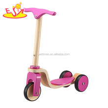 2018 Wholesale lightweight toddler kick scooter wooden kids push scooter with 3 wheel W16B006