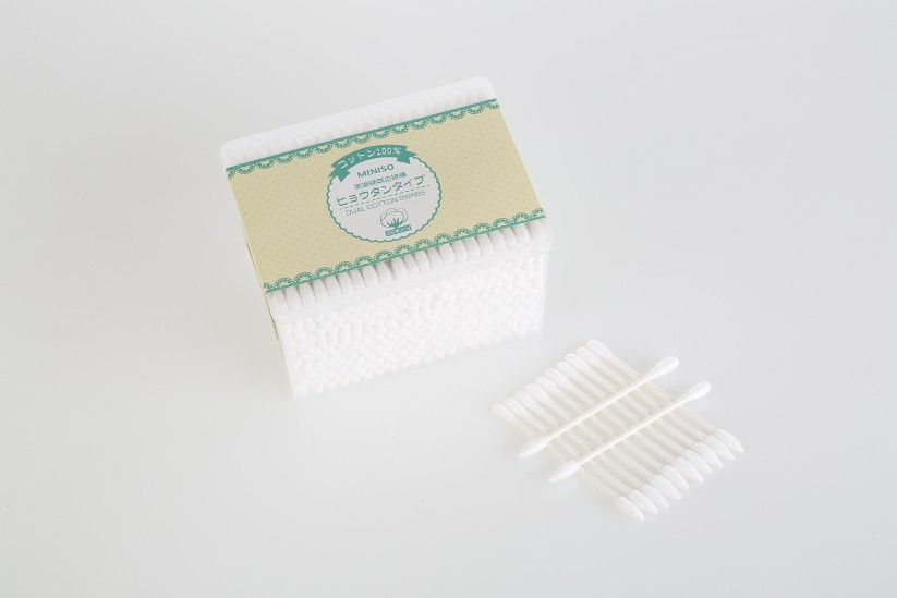 black cosmetic ear cleaning cotton buds cotton swabs
