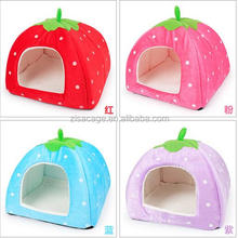 Pretty strawberry style small dogs kennels cat kennel house wholesale cheap price