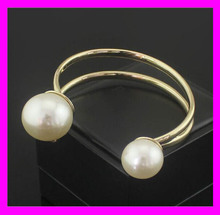 Hot design fashion elegant women stainless steel 18k gold plated bangle with pearls HD5562