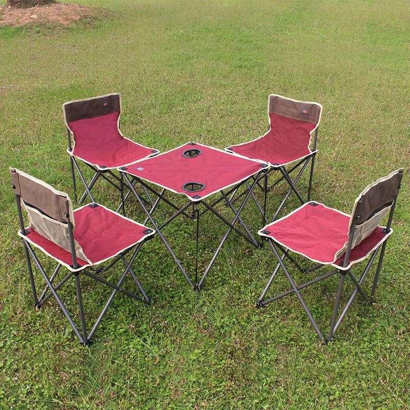 al aire libre mesa y silla cinco conjuntos de mesas
