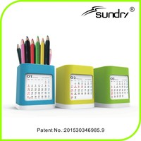 Wholesale creative gifts 2016 plastic pen holder desk calendar design