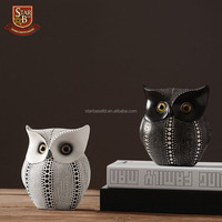 Brief black white owl resin sculpture resin Personality Art Owl Statue