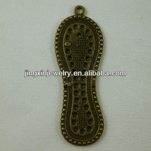 Popular Design Accessories Peanut Metal Art Craft Models