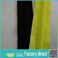 Various colors plastic zip roll 10# big teeth delrin zipper for overalls