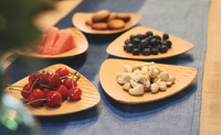 New Products triangle shape Natural Wooden Fruits and Nuts Serving Plate
