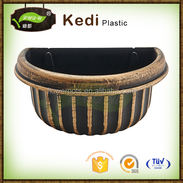 Plastic Semicircular plastic baking paint flower pot and planter plastic plates Hanging on The Wall