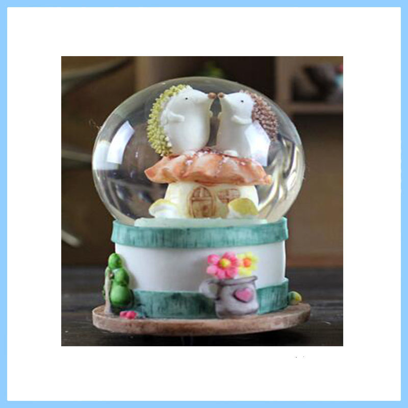 OEM/ODM China Manufacturer Decotrative Antique Hedgehog Statue Lighted Snow Globe