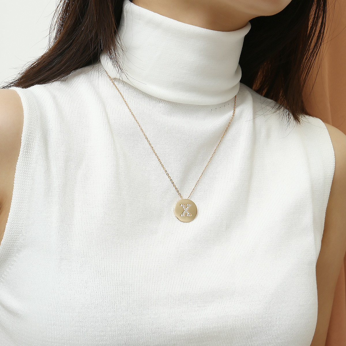 Glamour 18K Gold-Plated Pendant Necklace Female Personality 26 Letter Inlaid Shiny Zircon Round Single Gold Chain Necklace