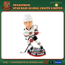 Custom design polyresin men's sport ice hockey bobble head