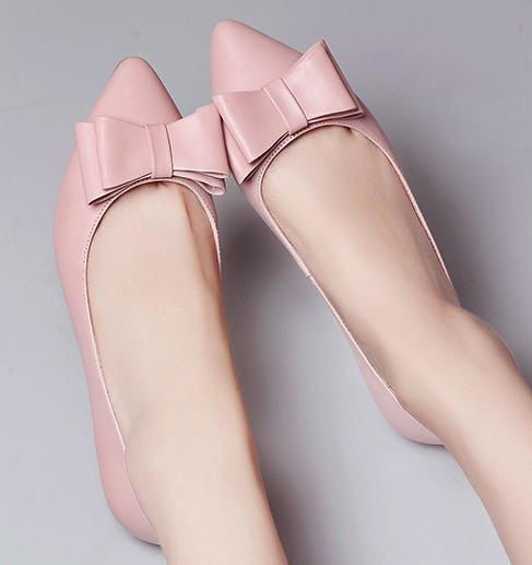 Women ballerians with toe bow nude flat shoes
