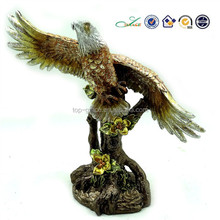 2015 home & living decoration polyresin carved eagle statue
