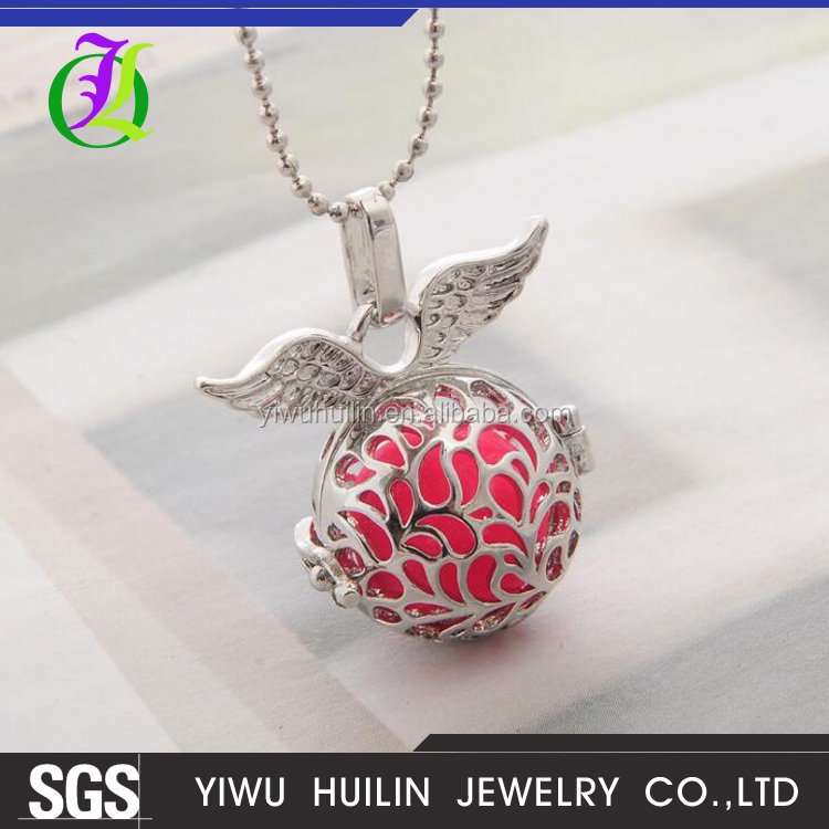 AY100014 Yiwu Huilin Jewelry Latest design Angel Wings Pendant Necklace For Women And Men Three Colors Luminous Hollow Pendant
