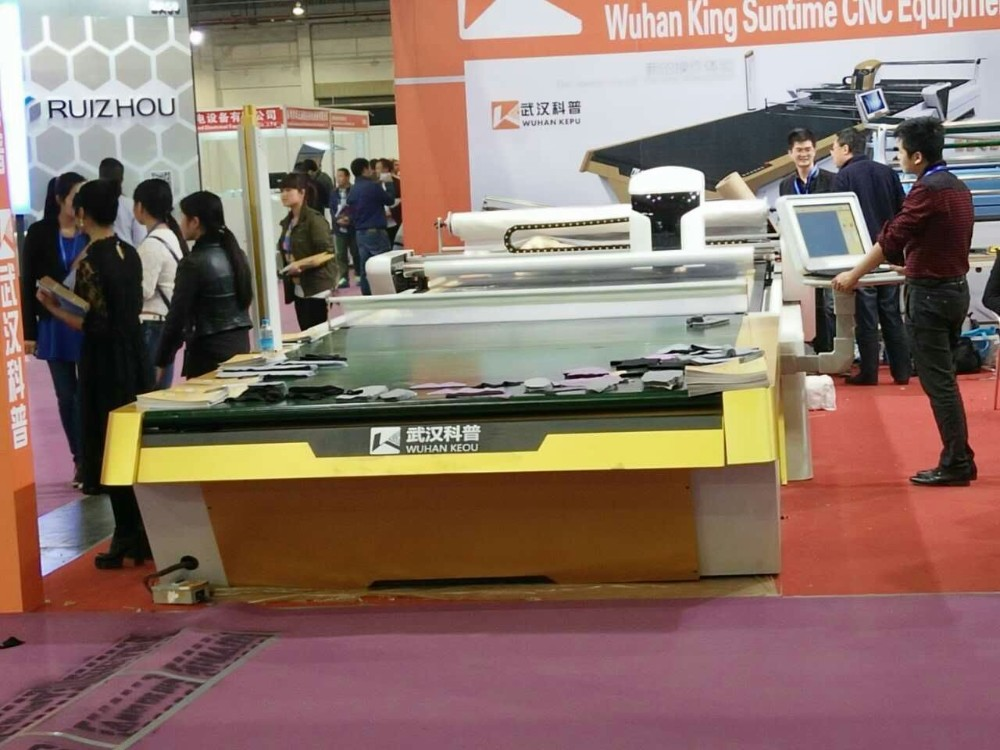 China manufactured Auto feeding fabric cnc cutting machine with affordable price