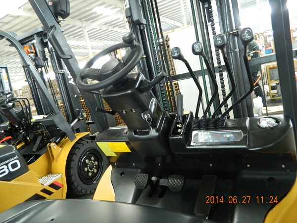 SNSC 2T Electric Forklift
