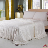 Handmade Gifts of Chinese Style Natural Silk Filled Quilt For 5 Star Hotel