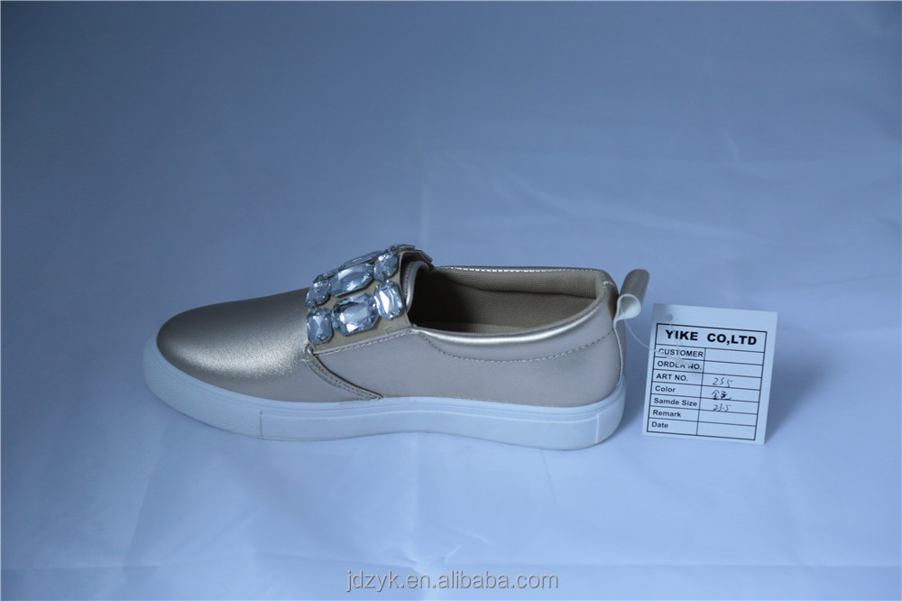 Custom manufacturers gold injection flats shoes with plastic diamonds