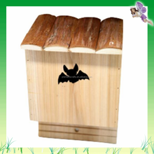 FSC Natural Fir Wood Eco-friendly Wooden Bat House With Bark Roof 18*14*28cm