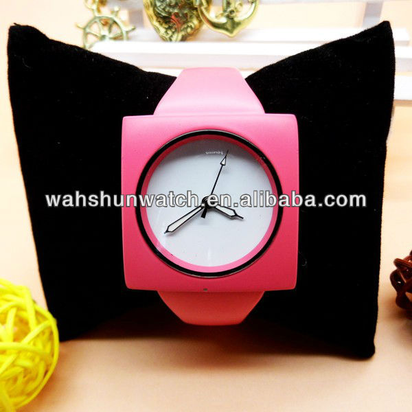 2013 oem custom fashion lady watch with pink square case