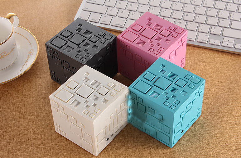 Creative Rubik Cube Bass Portable Wireless Bluetooth Speaker Light Flashing Mini Sound Box