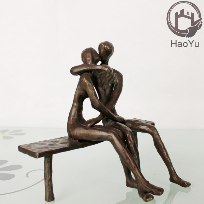 cast iron metal loving couple figurine for home decoration the Hot Kiss figurines