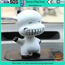 Animal vinyl cartoon toy/wholesale vinyl plastic toy cow/custom design vinyl toy figure