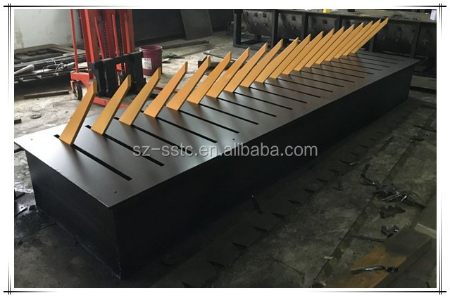 Manual steel speed hump spike barrier with hydraulic system control