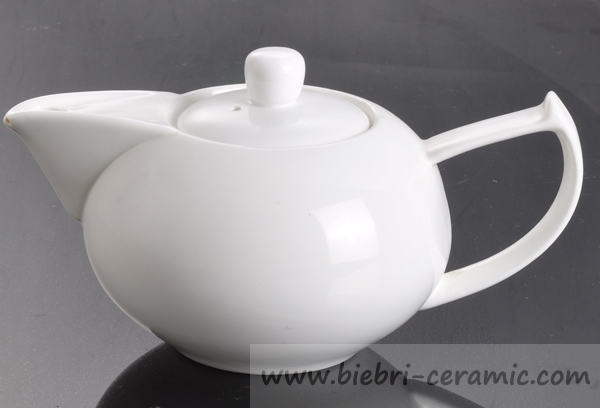 750ml Plain White Porcelain Teapot With Infuser For Hotel, Restaurant, etc.