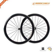 China Alloy Brake Surface Carbon Bicycle Wheel 700C 50mm Depth Carbon Road Bike Clincher Wheelset