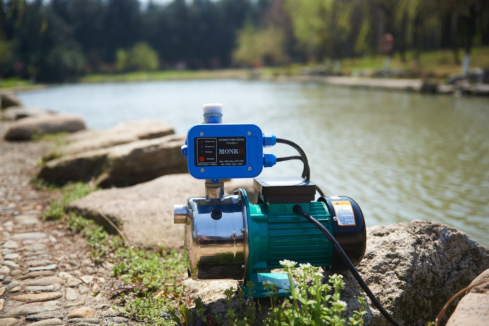 2015 Zhejiang Monro blue color adjustable 10bar with cable 220v automatic pump control for water pump (EPC-1)