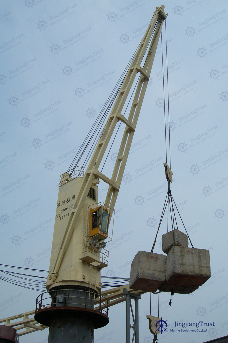 Port ship marine deck mobile crane