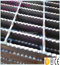 anti-slip serrated steel floor grates