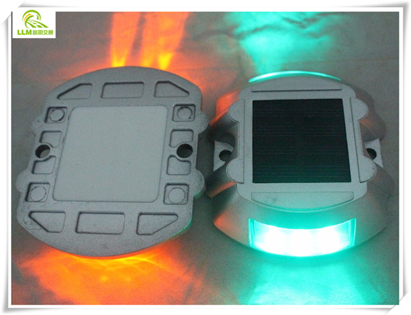 Shenzhen waterproof IP68 solar road traffic light warning road stud