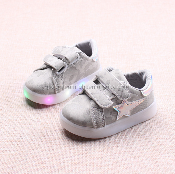 2018 Kids Casual Lighted Shoes Girls Glowing Sneakers Children Shoes With Led Light Baby Girl Lovely