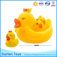 Promotional custom christmas yellow duck baby rubber floating bath toy