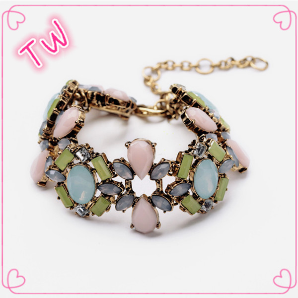 Latest fashionable hong kong jewelry wholesale rhinestone accessories for women statement bracelet