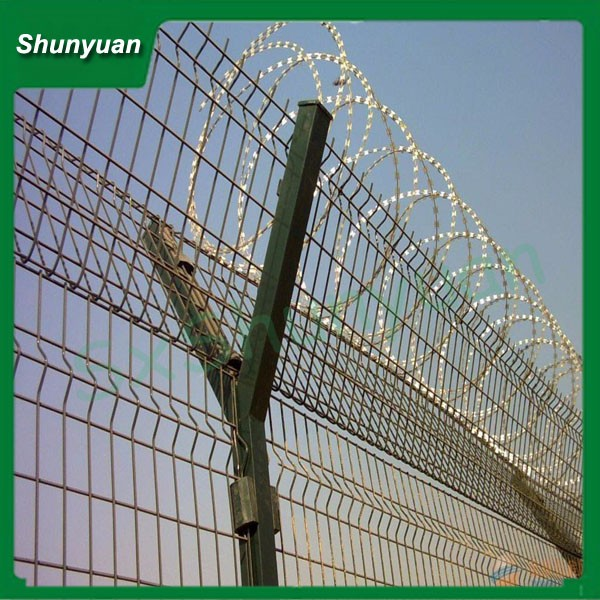 Electro Galvanized Barbed Chain Link Fence/Wire Mesh Fence From Shunyuan Factory