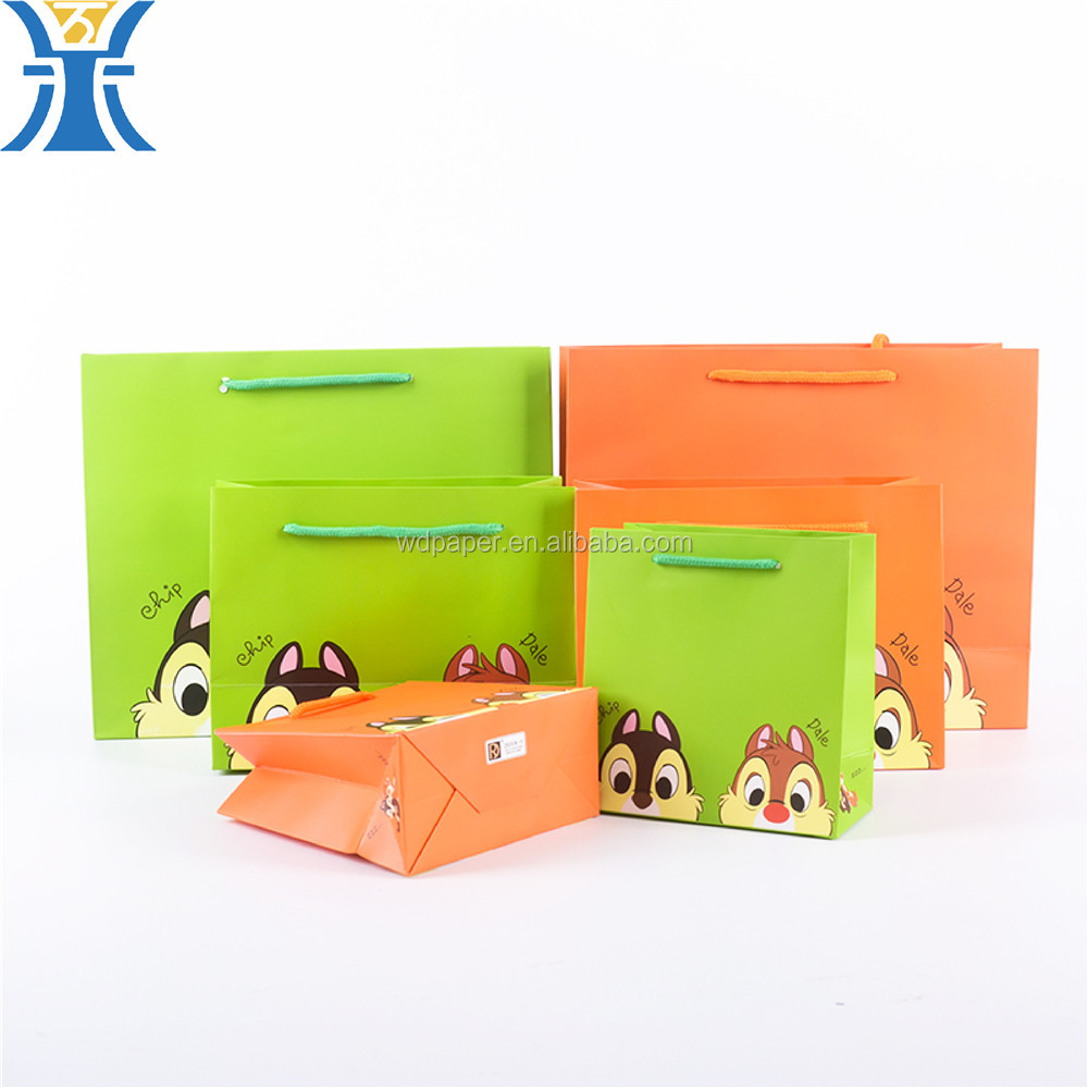 China Suppliers Custom Squirrel Bright Colour Gift Paper Bag With Handle