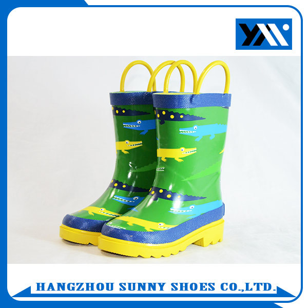 China factory price pretty green cartoon printed children rubber rain boots
