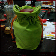 New Arrival Wedding Gift Green Single Bottle Velvet Wine Pouches Bags With Drawstring
