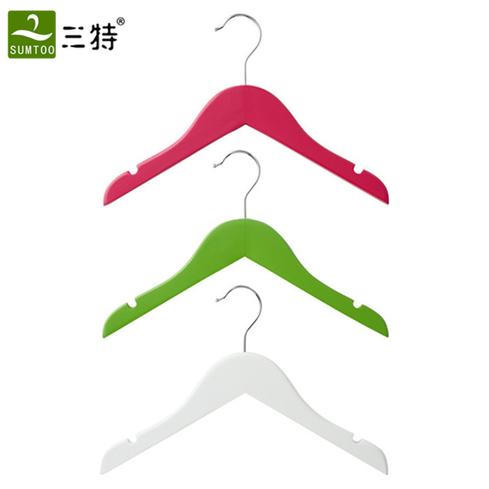 white kids clothes hangers with clips