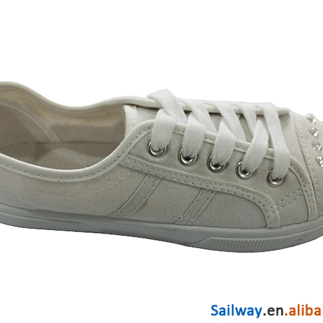 Cheap injection canvas shoes with diamond