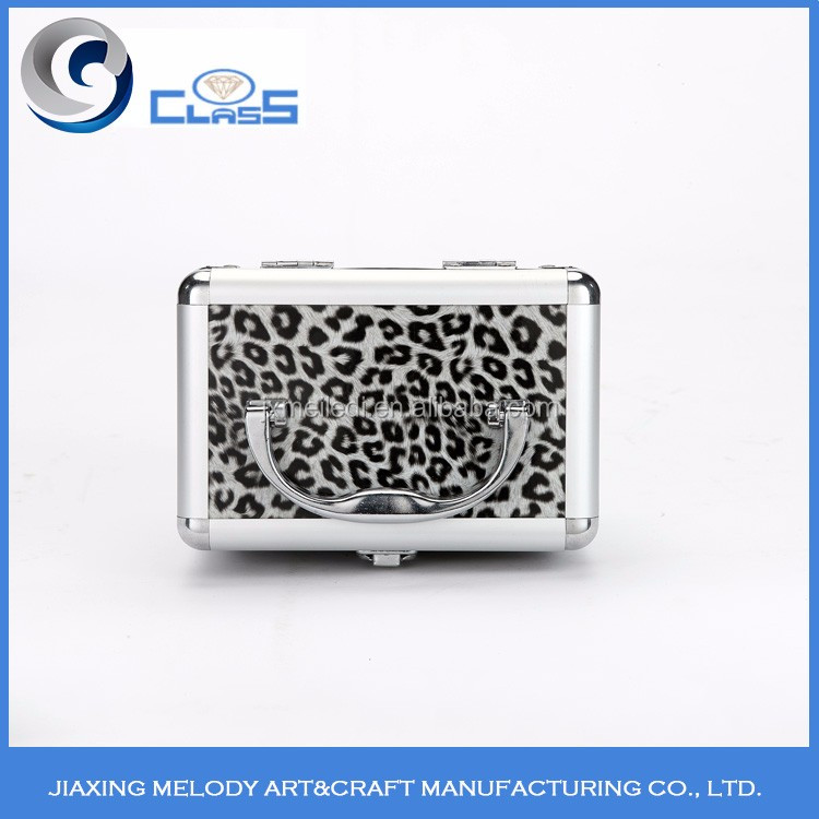 Sold 2017 china new product durable and sturdy aluminum cosmetic case