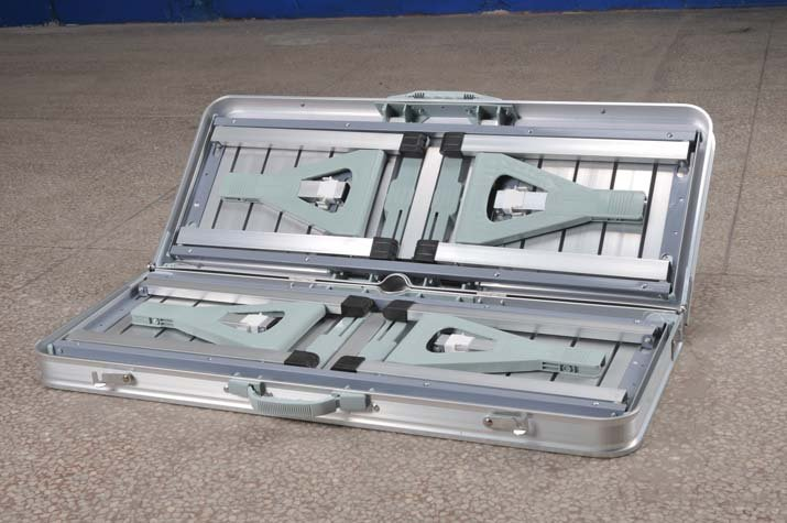 Table De Pique Nique Pliante En Aluminium Et Une Chaise With