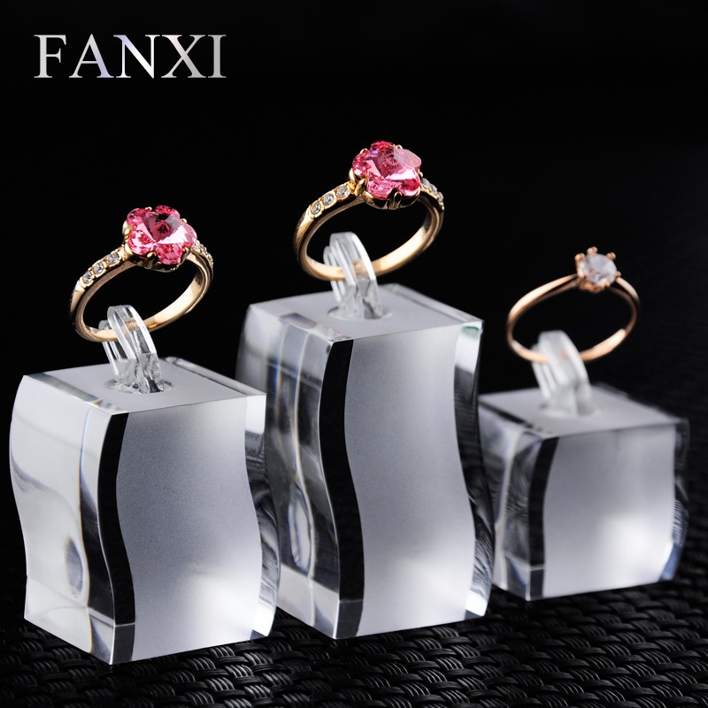FANXI Wholesale Custom S Shape Props Ring Display Holder Stand Set Clear Matte Acrylic Jewelry Stand