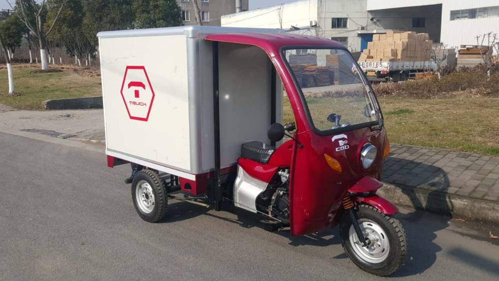 Chinese 200cc cabin three wheel motorcycle with closed box for sale