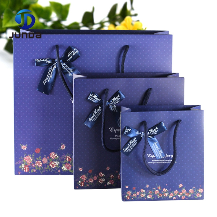 Hot sell fashion style custom printing high quality paper shopping gift bag with handle