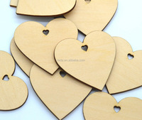 wedding Decorate small hearts made of wood